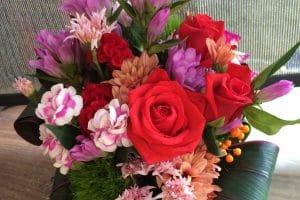 リンドウの花が入ったアレンジメント