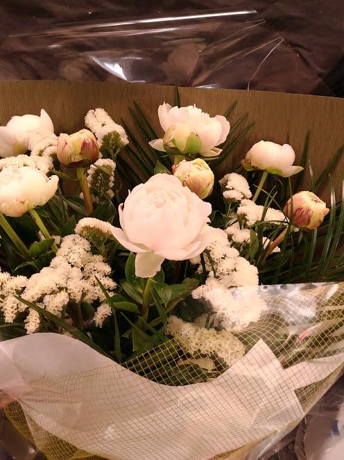 白い芍薬の花束5000円