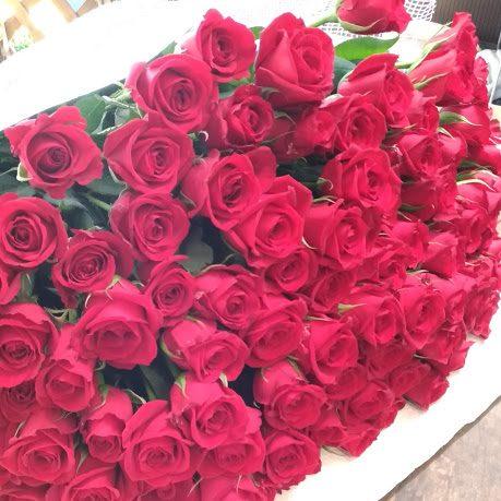 バラ100本の花束