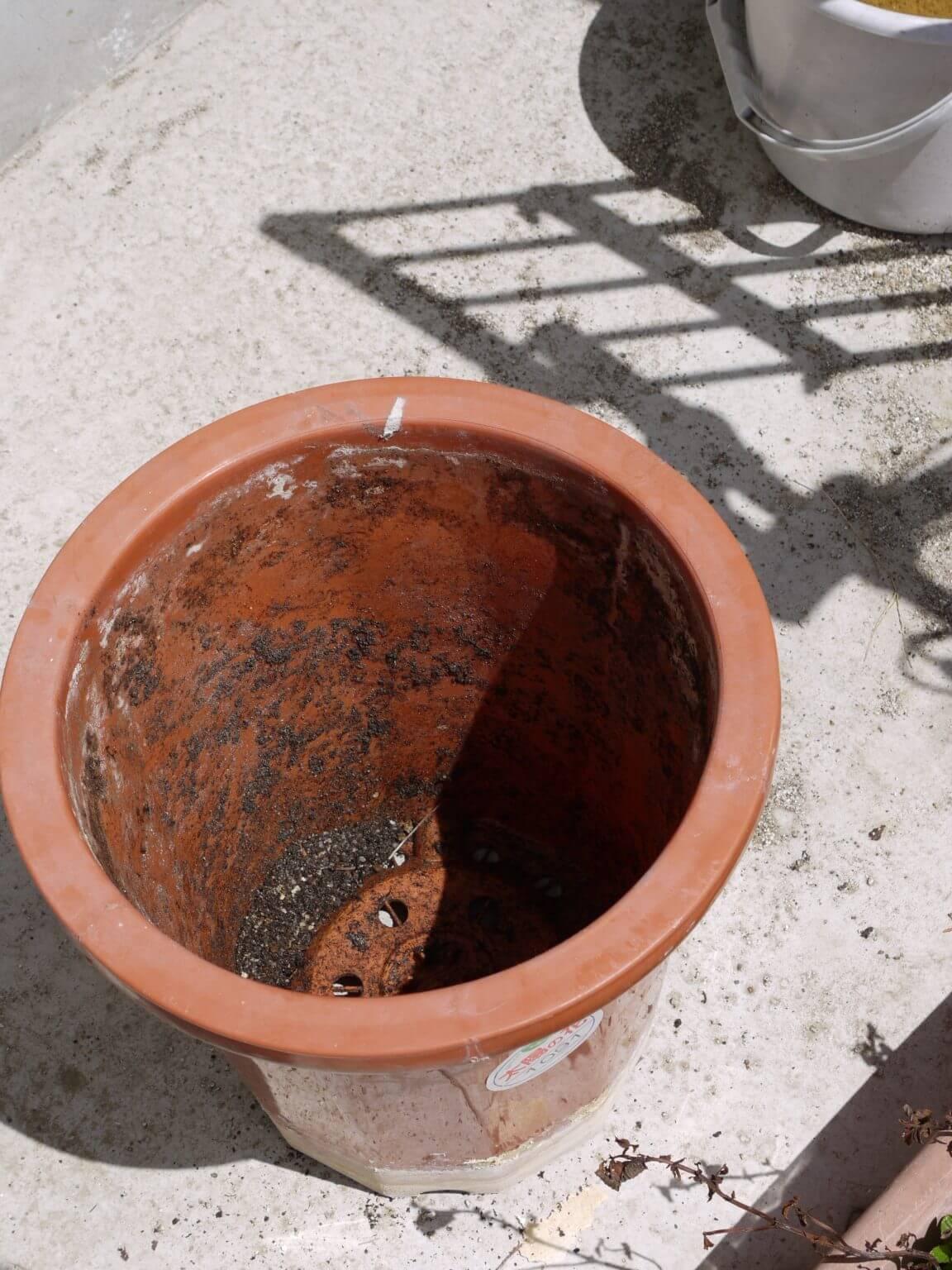 外した植木鉢