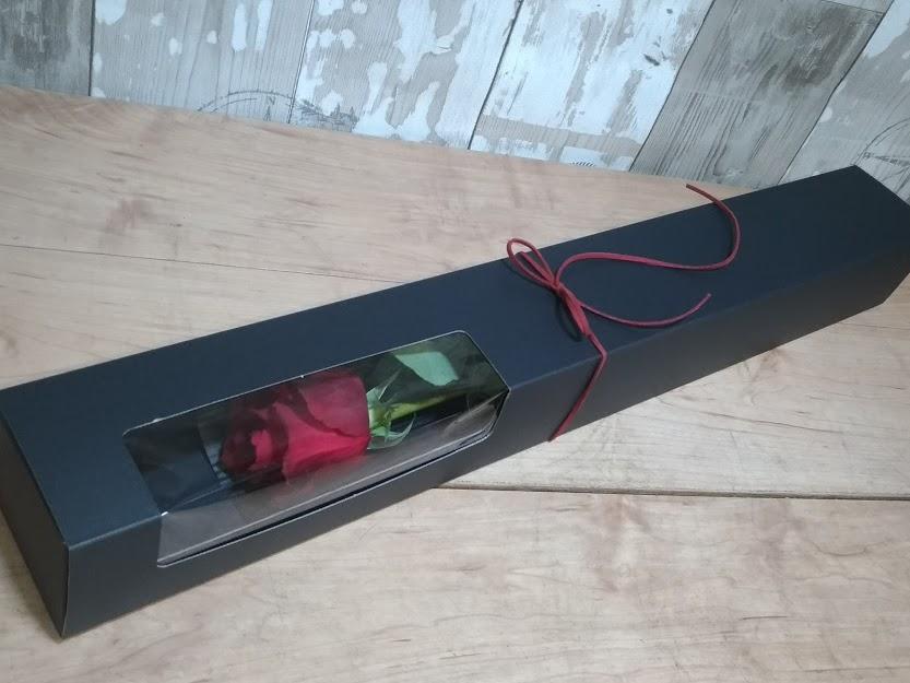 箱入り1本のバラ